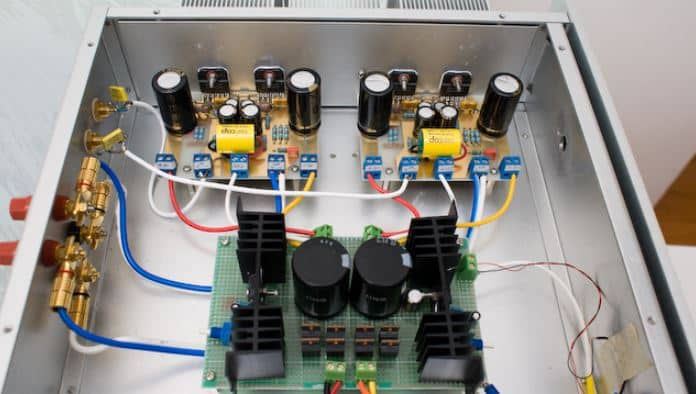 amplifier protect mode circuit