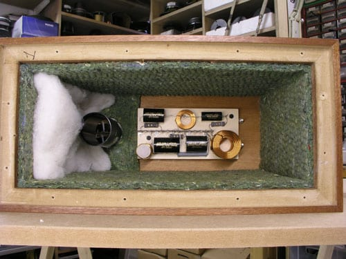speaker cabinet damping